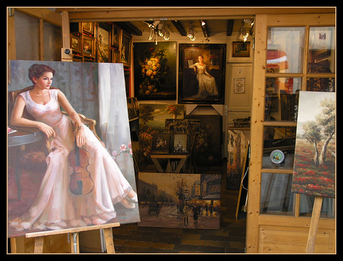 Montmartre - little shop of paintings