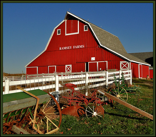 red building barn geotagged nikon midwest farm barns iowa farms d5000