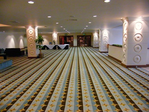 The wonderful and newly renovated Renaissance London-Heathrow Hotel, direct view to the Runway are guaranteed! 2008! Enjoy the fly and stay!