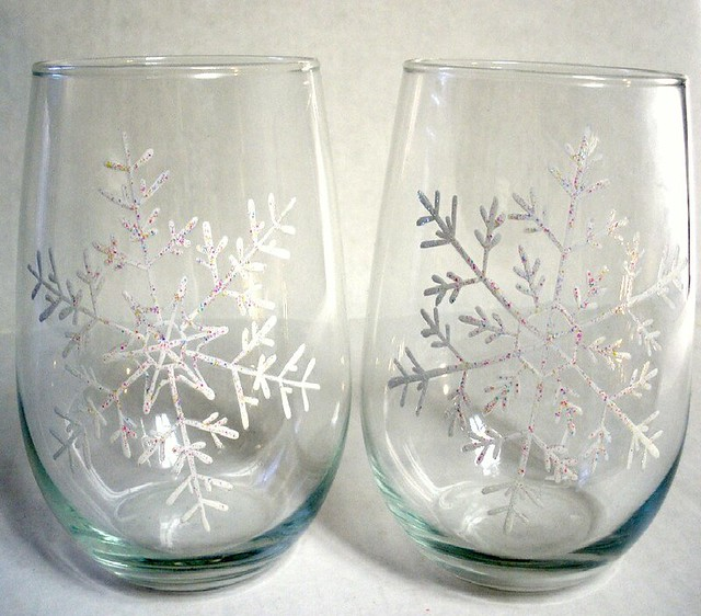 Hand painted snowflake stemless wine glasses winter for Painted stemless wine glasses