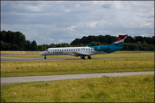 tarmac plane airplane airport view parking jet cargo luxembourg avion piste luxair aéroport erj145 embrear