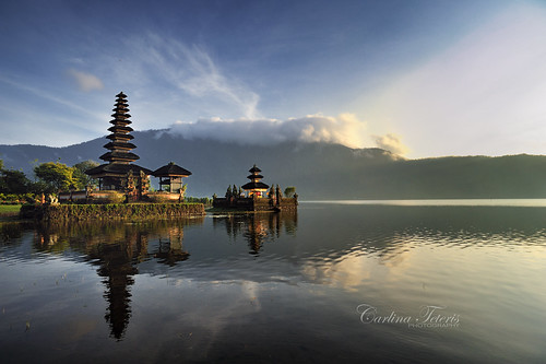morning light bali lake reflection water clouds sunrise indonesia landscape temple 20mm28 nikond700 bedagul