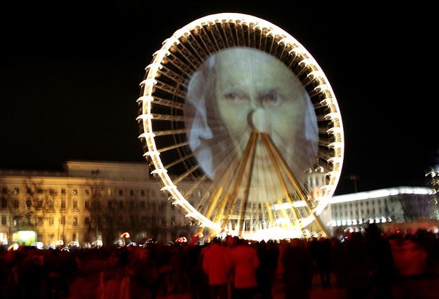 Proiezioni sulla grande ruota panoramica della Place Bellecour Festa delle luci a Lione