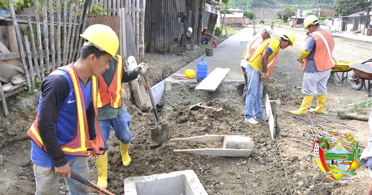 A buen ritmo trabajos de adoquinado de calles urbanas de Chone