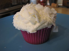 baking, buttercream, cup, sweetness, whipped cream, cupcake, food, icing, cream cheese, dairy product, dessert, cream,