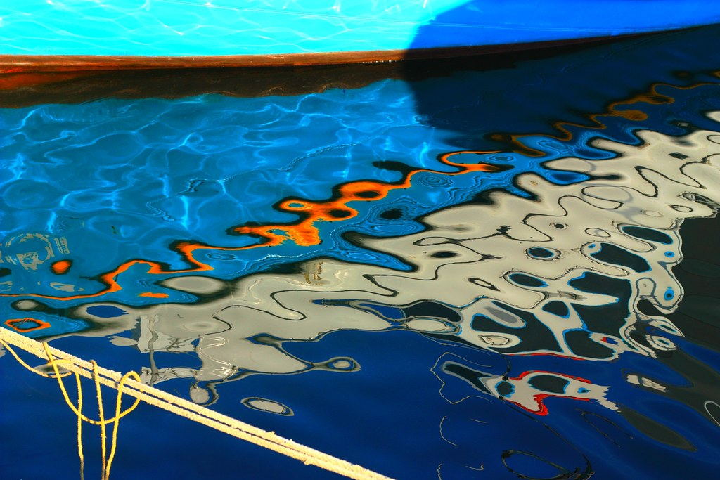 Boat, rope and reflections