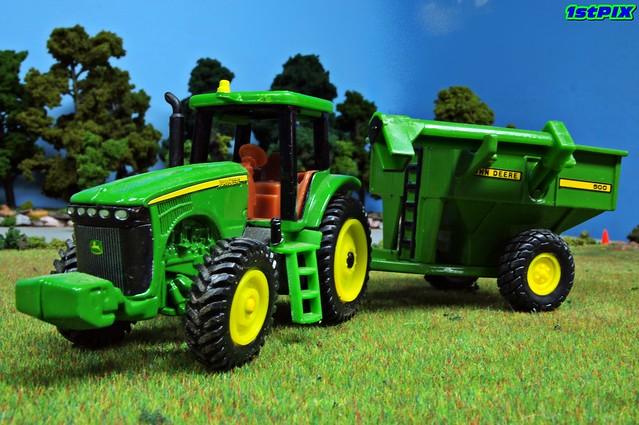 John deere in the field ertl 1 64 john deere tractor on for 1 64 farm layouts