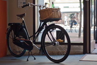 07556 Wicker basket on Omafiet indoors, messenger bag on Market St. cyclist outdoors | by geekstinkbreath