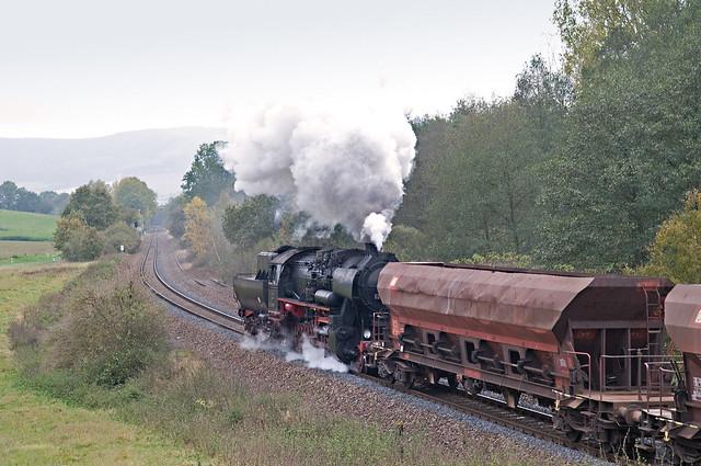 81. Opdrukloc 52 8079 achter 41 1150 en 41 1144 met DGz 93358 van Immelborn naar Eisenach Gbf bij Oberrohn 24-10-2009.jpg