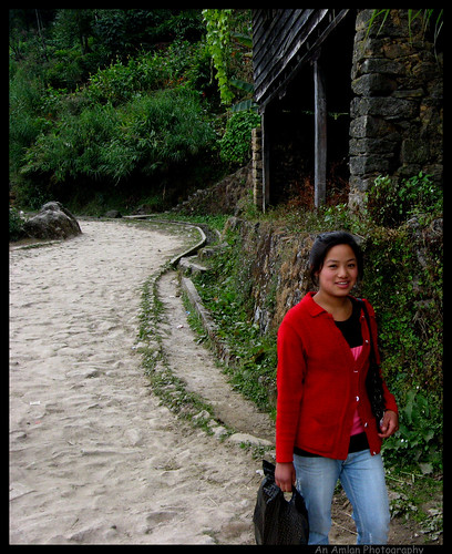 A Nepali Girl on the way to Srikhola