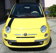 automobile(1.0), fiat(1.0), fiat 500(1.0), wheel(1.0), vehicle(1.0), city car(1.0), compact car(1.0), bumper(1.0), land vehicle(1.0),