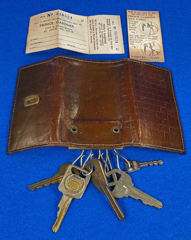 RD15224 Vintage Princess Gardner Tri Fold Key Wallet Case Top Grain Cowhide Original Paperwork Cadillac Key DSC08777