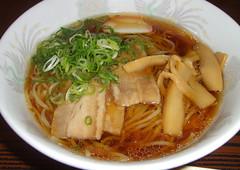 noodle(1.0), bãºn bã² huế(1.0), mi rebus(1.0), lamian(1.0), okinawa soba(1.0), noodle soup(1.0), janchi guksu(1.0), kalguksu(1.0), food(1.0), beef noodle soup(1.0), dish(1.0), laksa(1.0), soup(1.0), cuisine(1.0),