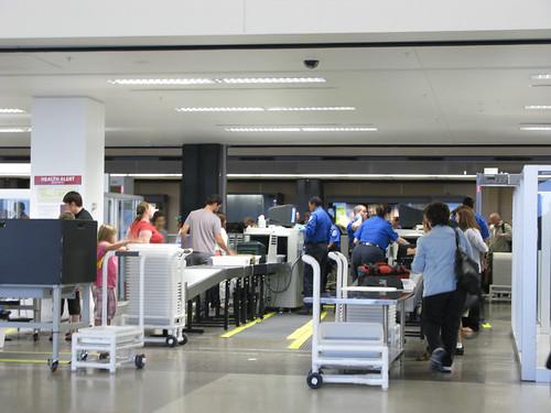 Controllo di sicurezza in aeroporto