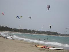 surfing--equipment and supplies(0.0), sport kite(0.0), toy(0.0), paragliding(1.0), beach(1.0), boardsport(1.0), individual sports(1.0), sports(1.0), sea(1.0), windsports(1.0), wind(1.0), extreme sport(1.0), water sport(1.0), kitesurfing(1.0),
