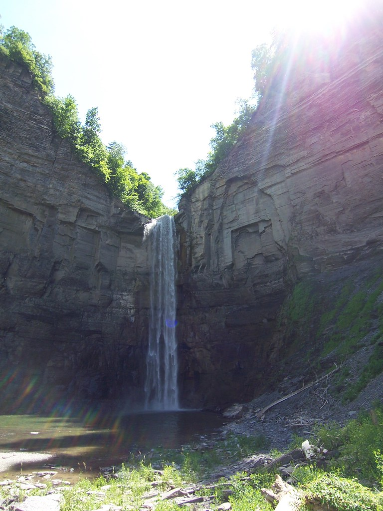 taughannock falls from the bottom