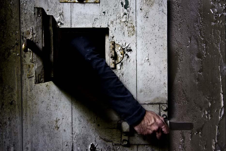 Due agenti fanno evadere un pericoloso criminale:  la Corte dei Conti arriva tardi