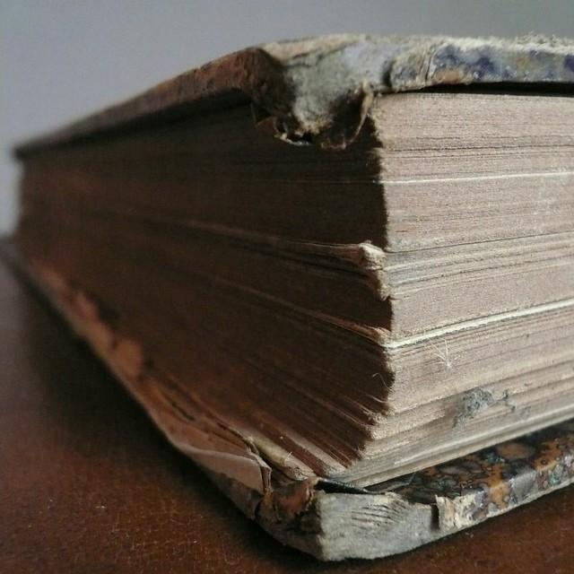 livre poussiéreux