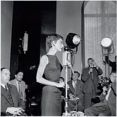 11-01-1954_12883C Audrey Hepburn