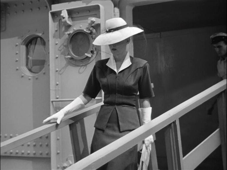22ce234814bf 2-delad Klänning Vit hatt Vita handskar 1942