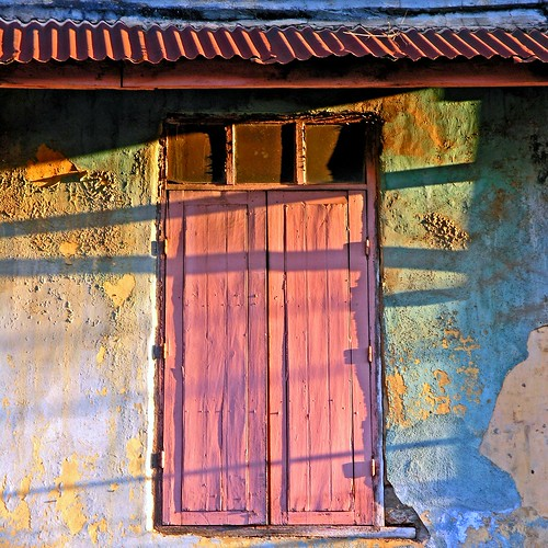 door pink blue urban window colors wall architecture decay ligth madagascar antsirabe superaplus aplusphoto platinumheartaward betterthangood