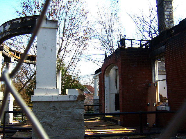 PB281989-2009-11-28-Goose-Burned-Paideia-School-West-Porch