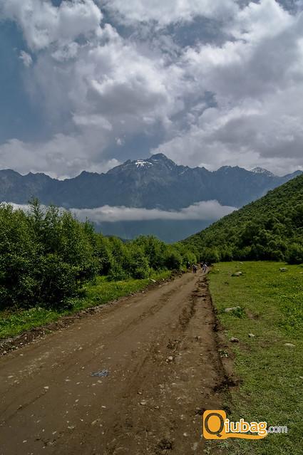 Droga na szczyt Kazbegi