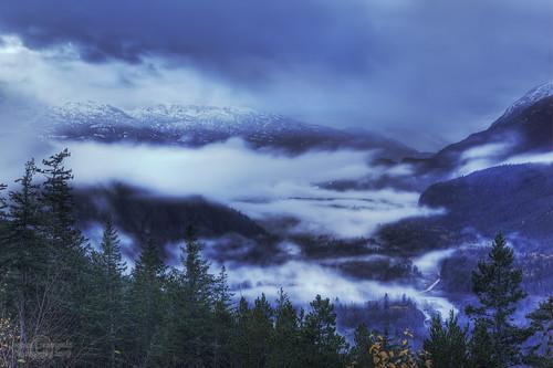 autumn white snow mountains cold fall fog clouds point geotagged whistler evening view valley squamish seatosky janusz leszczynski nightsinwhitesatin geo:lat=49847503 geo:lon=123148482 004042