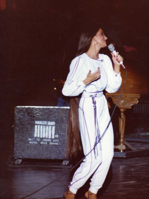 Crystal Gayle Long Hair http://www.flickr.com/photos/gtotiger/3813601532/