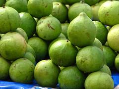 India - Koyambedu Market - Guava 01