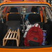 Lyže ani další velká zavazadla nesmí zůstat v autě volně položené. , foto: ADAC