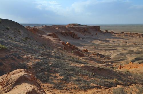 sunset desert mongolia gobi coucherdesoleil désert mongolie flamingcliffs bayanzag mongolien монголулс bayangobi пустыня bayankhongor кочевник гоби баянхонгор баянзаг bayangovi баянговь