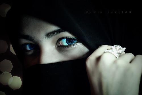 lighting portrait eye beautiful closeup model eyes eyecontact veil hijab muslimah medan veils headscarves northsumatra sumaterautara moslemgirl achenese cutnabila jakadarakotamedan2009