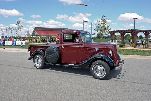 1935 Ford Half-Ton Pickup (3 of 5)