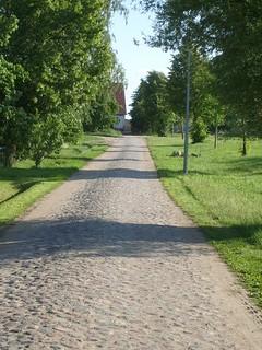 Straße mit Kopfsteinpflaster