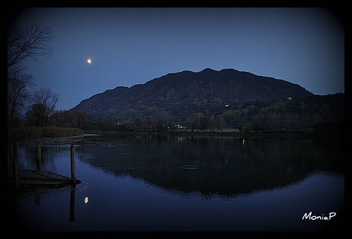 buio sul lago/ dark on the lake