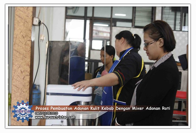 Proses Pembuatan Adonan Kulit Kebab Dengan Mixer Adonan Roti, Hasil ...
