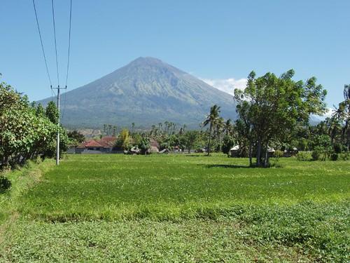 200907080084_Mount-Agung