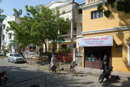 In einer fast französischen Strasse von Pondicherry gibt es einen french book shop