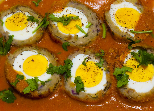 Nargisi Kofta (Egg balls in spicy gravy)- North Indian Dish by Puru *