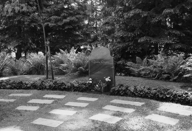 Greta garbo grave cimitero skogskyrkog rden stoccolma for Greta garbo morte