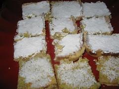 cake(0.0), streuselkuchen(0.0), semifreddo(0.0), whipped cream(0.0), fruit cake(0.0), icing(0.0), torte(0.0), mascarpone(0.0), baking(1.0), baked goods(1.0), food(1.0), sponge cake(1.0), dish(1.0), dessert(1.0), cuisine(1.0),