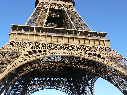 La Torre Eiffel desde la base