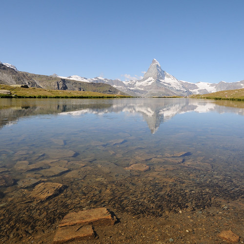 lake fish alps water reflections schweiz switzerland suisse hiking zermatt matterhorn alpen wallis valais cervin randonnée fische d300 cervino stellisee toniv dsc1066 theperfectphotographer 090813
