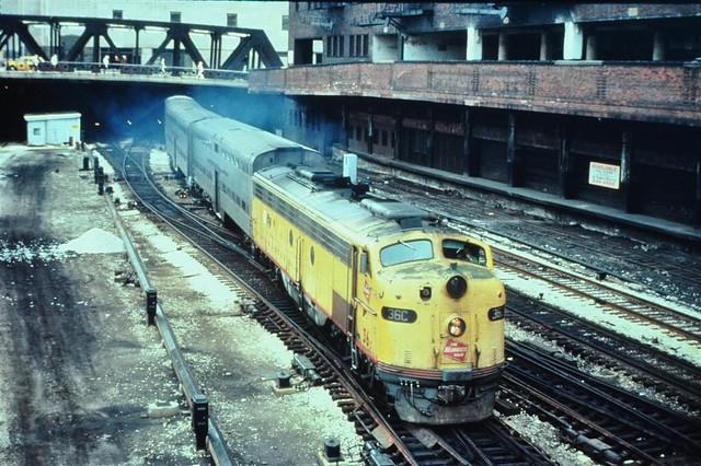milwaukee rd e9 commuter train leaving union station 1977
