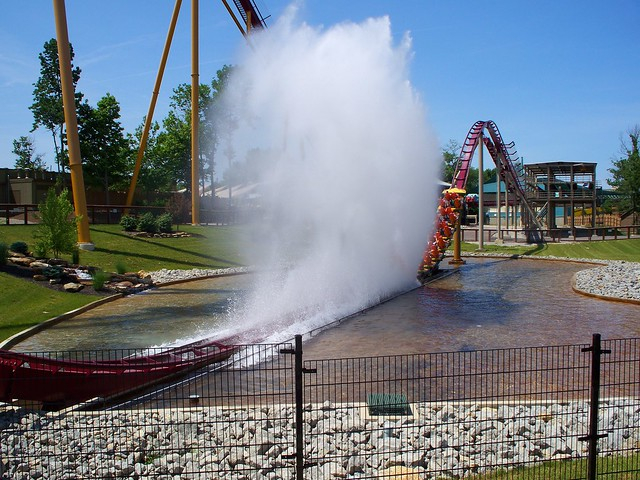 Kings Island - Diamondback Splashdown