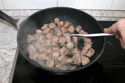 37 - Lammfleisch scharf anbraten / Sear lamb meat
