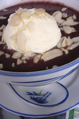 Pulot hitam with ice cream - _1038946