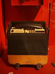 bag(1.0), red(1.0), baggage(1.0),
