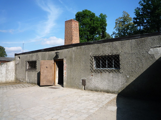 Chambre gaz du bloc 11 auschwitz flickr photo sharing for Auschwitz chambre a gaz